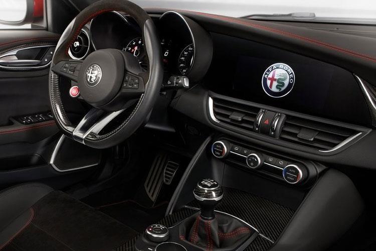 Alfa Romeo Giulia Saloon 2.2JTDM-2 180hp Tecnica Auto